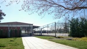 Část sportovního areálu, vlevo je ping-pong a taneční sál.